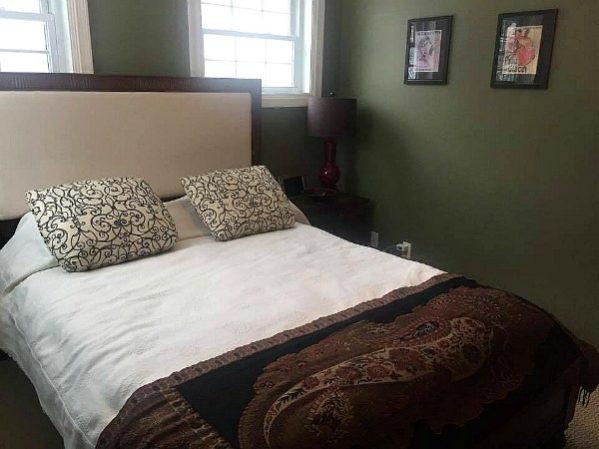 minimalist guest room-- thethreeyearexperiment.com