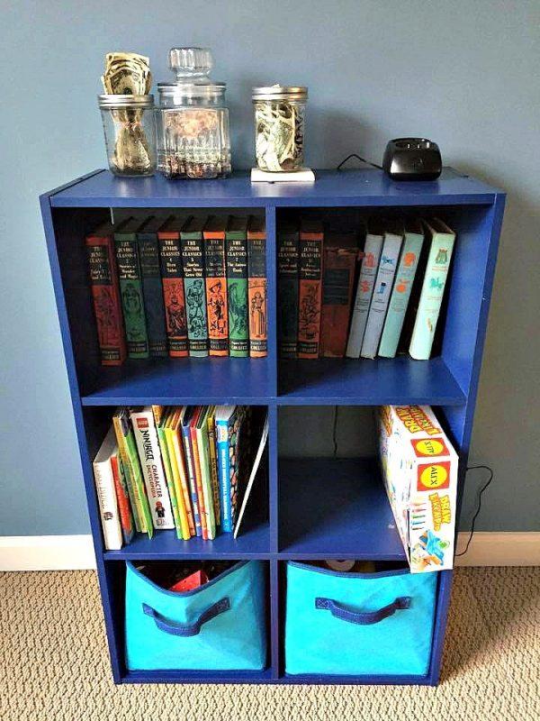 bookshelf--www.thethreeyearexperiment.com
