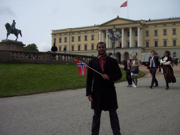 Jonathan in front of Norway's Royal Palace--www.thethreeyearexperiment.com