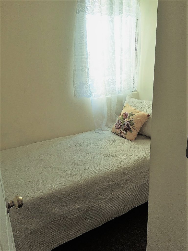 Smallest bedroom--www.thethreeyearexperiment.com